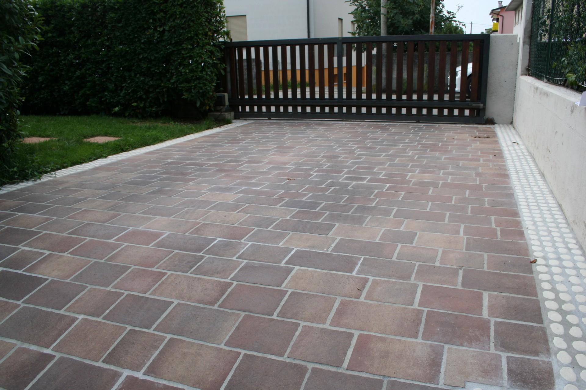 Piastrelle per esterno porfido plm pavimenti per esterni in pietra in sampietrini con disegni - Piastrelle in porfido prezzi ...