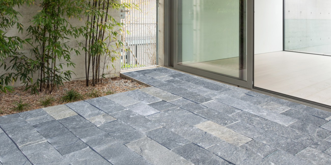 Pietra Naturale Caravaggio pavimento a correre (15 cm)
